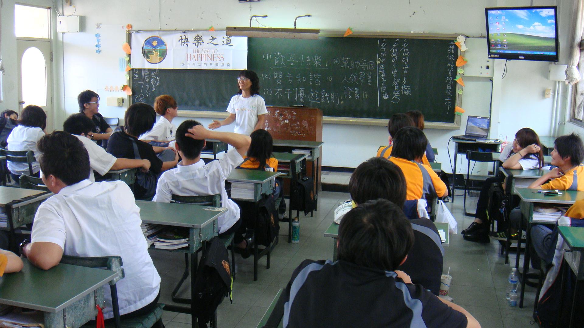 國中教師無私奉獻  八堂課帶給學生人生啟發