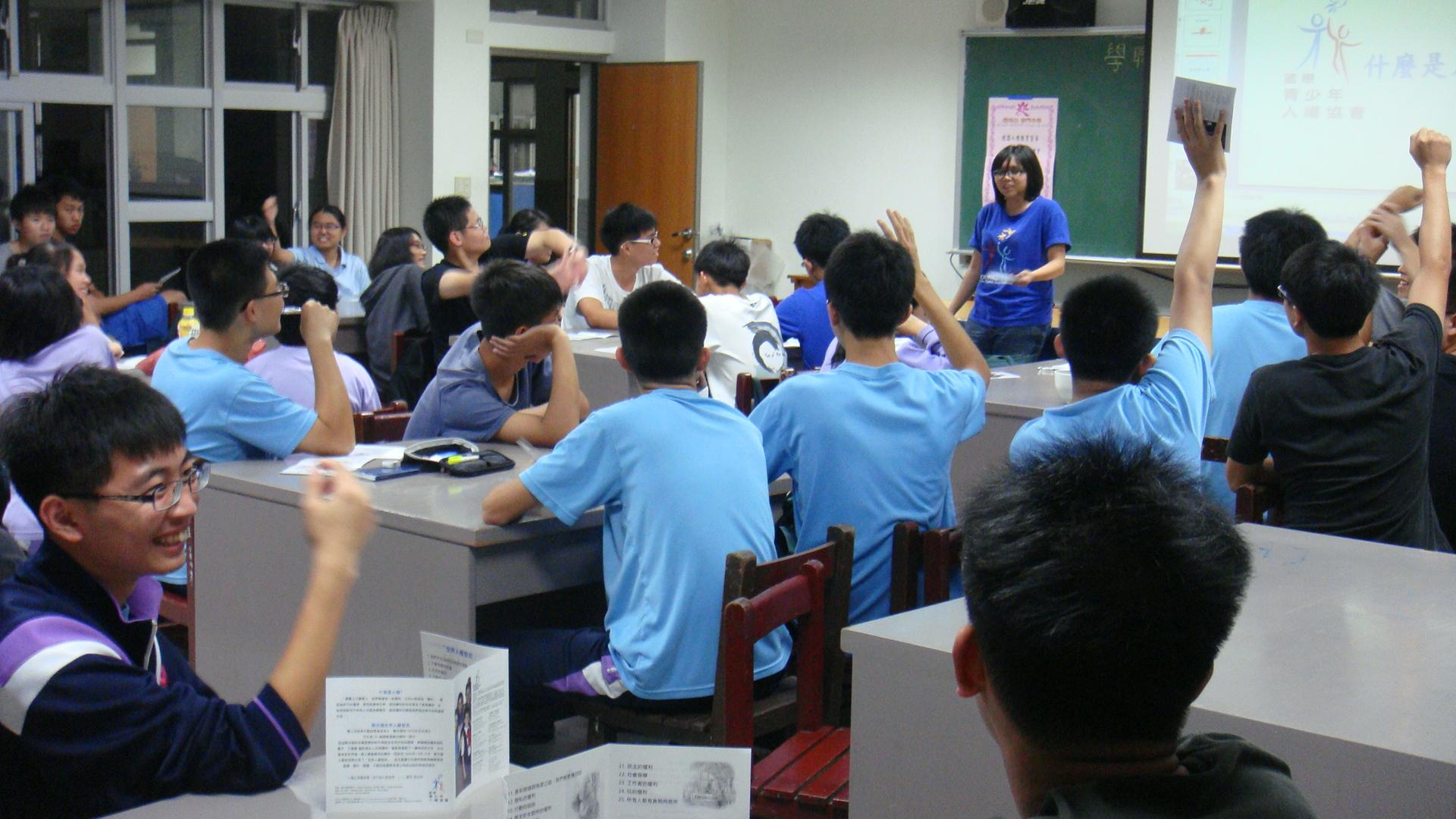 學生說不濫用人權,從遵守校規開始