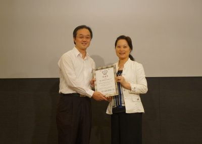 主辦單位中華國際人權促進會理事長許雅琛頒發感謝狀感謝贊助單位聯上建設特助
